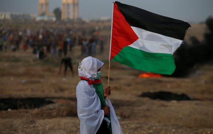 A woman holds a Palestinian flag during a protest calling for lifting the Israeli blockade, Gaza, Oct. 19, 2018. (REUTERS Photo)